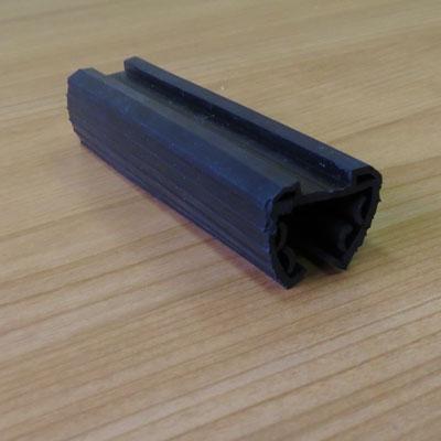 252 Уплотнитель для стекла 16 мм для паза 24х24